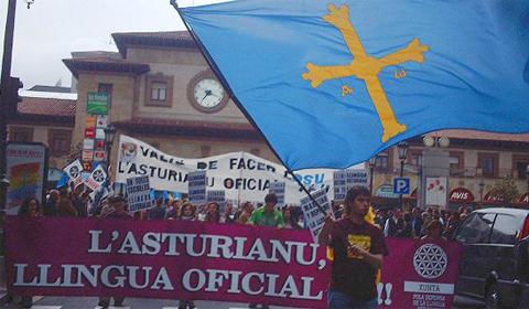 Asturiarrek  hizkuntzaren  ofizialtasuna  aldarrikatuko  dute